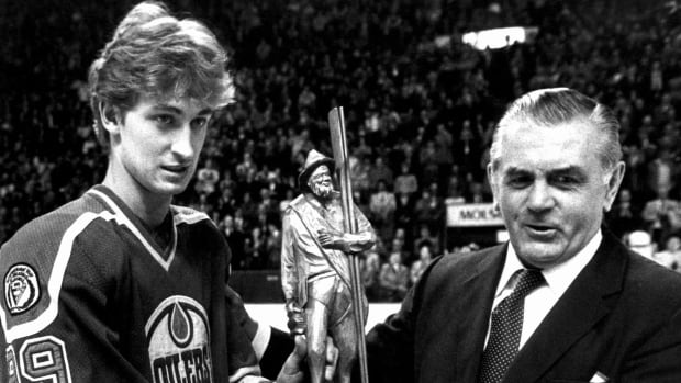 Maurice (Rocket) Richard presented Wayne Gretzky with a wood carving in recognition for the most goals scored in one NHL season during a ceremony in Montreal, March 2, 1982.