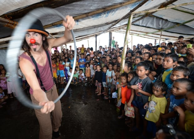 Clowns Without Borders Philippines Typhoon Haiyan