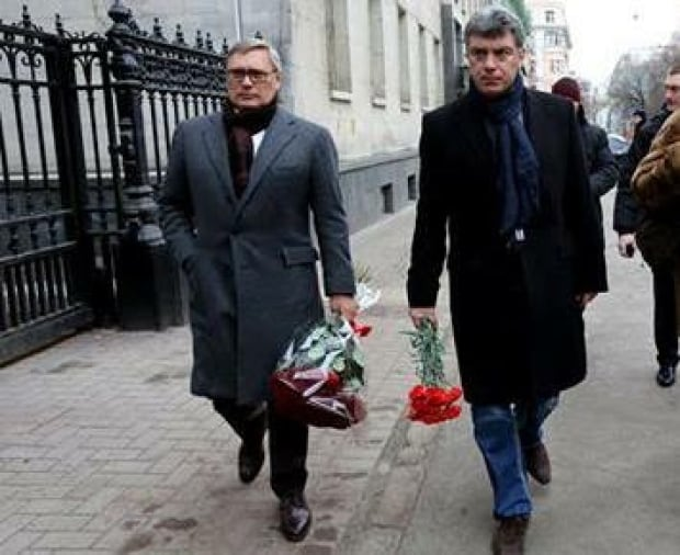 Mikhail Kasyanov (left) and Boris Nemtsov