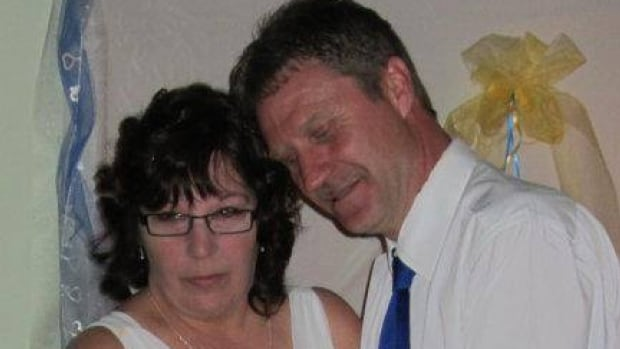 Elizabeth Shaw-Miller and her husband Rodney Miller at their wedding in 2012. Elizabeth was diagnosed with stage four lung cancer in 2014.