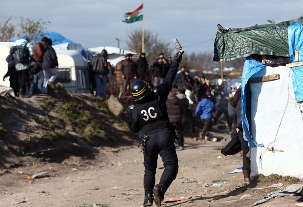Calais Jungle refugee camp removed Feb 29 2016 89524845 tear gas