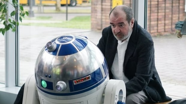 Tony Dyson, the robotics expert who brought R2-D2 to life in the original Star Wars films, has died at his home in Malta.
