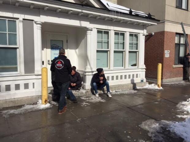 VETS volunteer talking to men outside Ottawa Mission