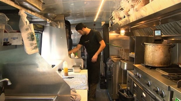 An online petition asking for food trucks to be legalized in Quebec City has gathered more than 4,000 signatures.