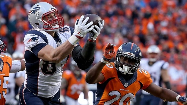 The Patriots reportedly have picked up the option that will keep Pro Bowl tight end Rob Gronkowski with the NFL team through 2019. In 2012, the 26-year-old signed a six-year extension worth $54 million US, including a $10 million option that would activate the deal for 2016-19. Gronkowski made 72 catches for 1,176 yards and 11 touchdowns last season.