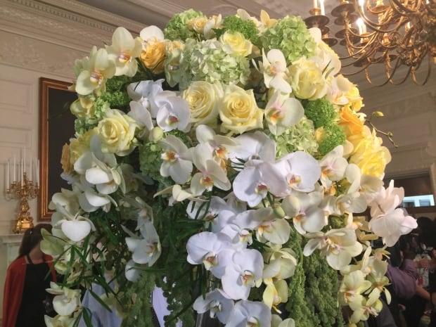 Trudeau-dinner-flowers