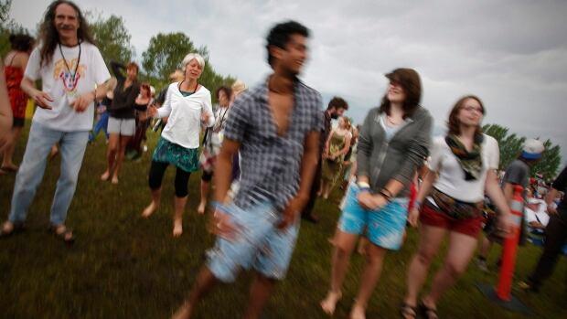 Fans enjoy the scene at a previous Winnipeg Folk Fest.