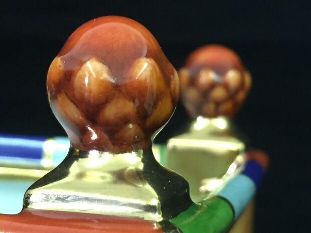 Vimy Ridge planter acorn detail