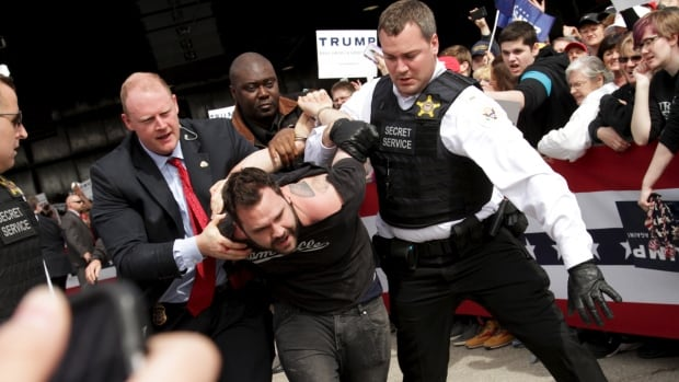 U.S. Secret Service agents detained a man this weekend after a disturbance in Ohio as Republican presidential candidate Donald Trump was speaking.