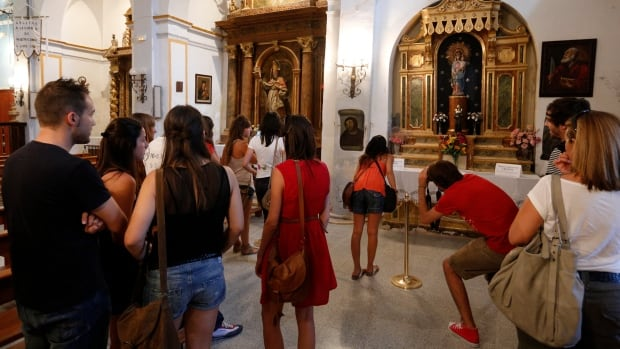 According to Borja Mayor Eduardo Arilla, 160,000 visitors came to see the Ecce Homo fresco at the town sanctuary after the story of Cecilia Gimenez's botched restoration went viral in 2012. He said with the new centre, the town hoped to keep attracting up to 30,000 visitors annually.