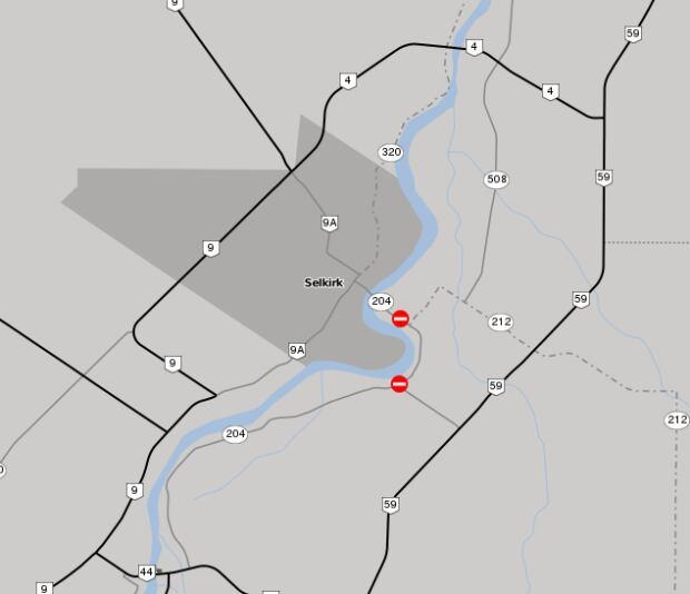 Highway 204 closed near east selkirk