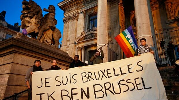 """Still defiant, Belgian banner reads """"I am Brussels"""" in French and in Flemish languages."""