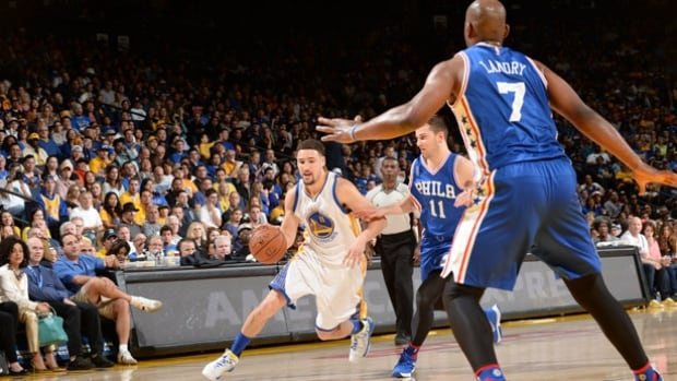 Klay Thompson of the Golden State Warriors drives to the basket against the Philadelphia 76ers on Sunday at Oracle Arena in Oakland, Calif.