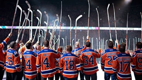 Oilers Salute Wayne Gretzky In Rexall Place Farewell