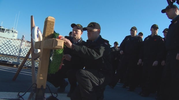Canadian sailors lay cross during ANZAC ceremony