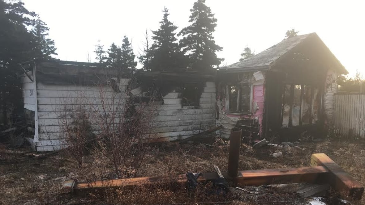 vacant house in conception bay south destroyed by fire newfoundland labrador cbc news. Black Bedroom Furniture Sets. Home Design Ideas