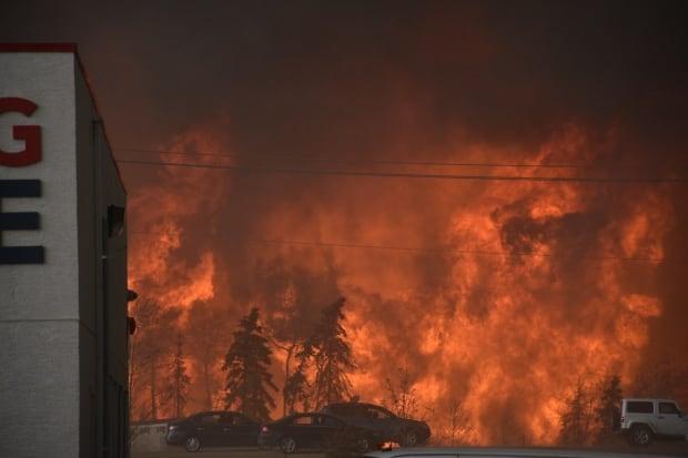 Apocalípticas imágenes del gran incendio de Alberta, Canadá Fort-mcmurray-fire