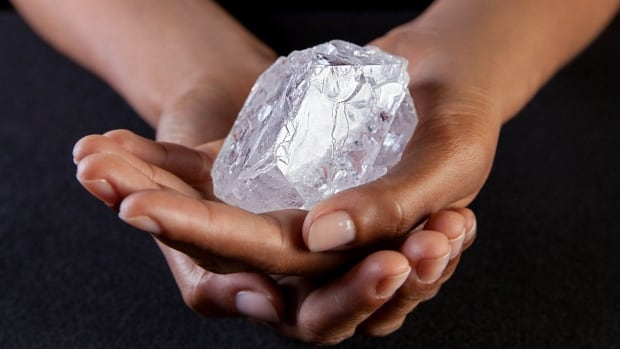 http://i.cbc.ca/1.3565636.1462358939!/cpImage/httpImage/image.jpg_gen/derivatives/16x9_620/britain-huge-diamond.jpg