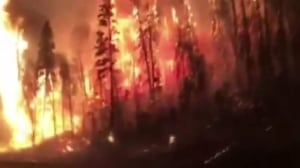Toronto man drives by huge wildfire in Fort McMurray as he leaves for Edmonton