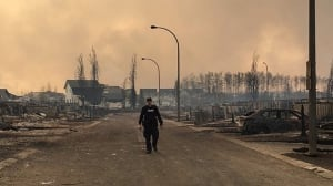 Without rain, massive Fort McMurray wildfire expected to keep growing