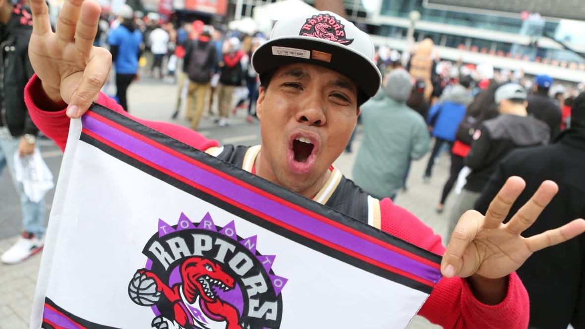 It was a #Raptors and chill kind of Friday night, but Twitter watched Game 6 with bated breath - Toronto - CBC News