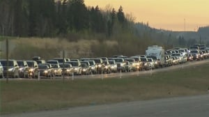 Fort McMurray exodus begins: Convoy of evacuees getting 1st glimpse of fire-ravaged city