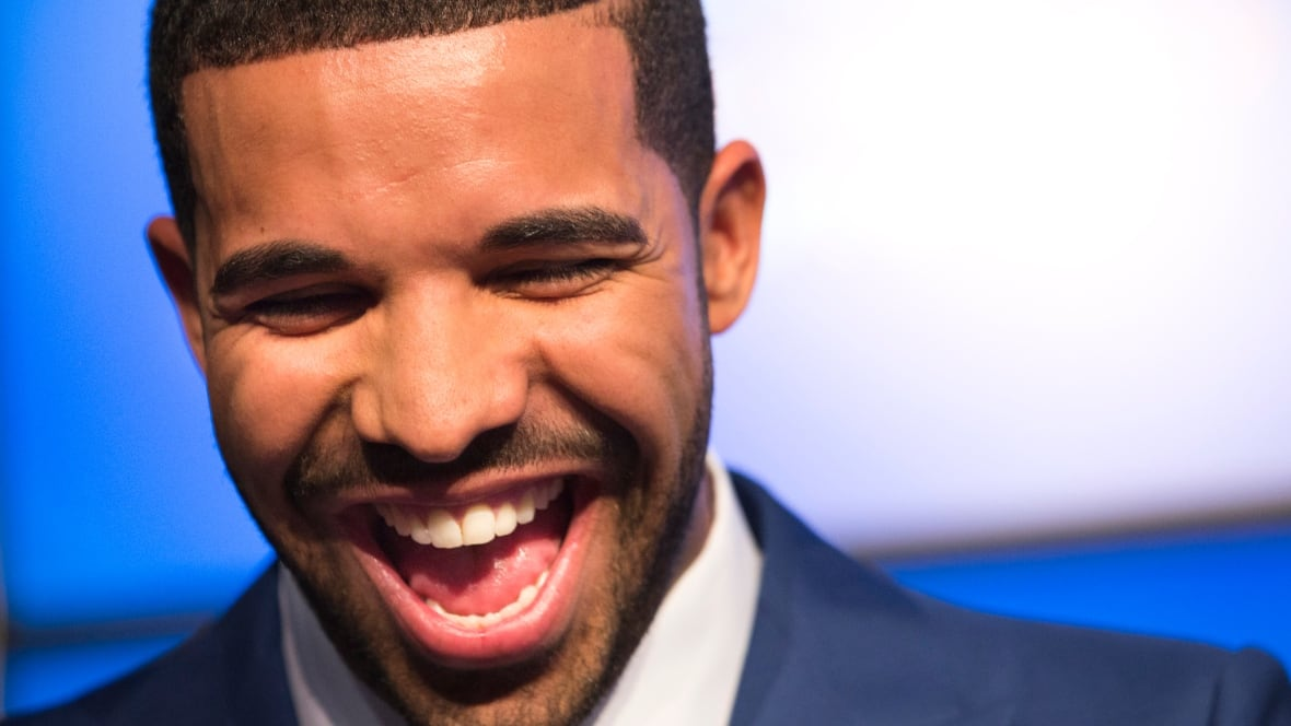 Drake addresses his meme-ification in SNL monologue song  - Arts & Entertainment - CBC News