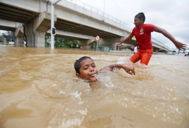 Floodwaters inundate thousands of homes in Sri Lankan ...