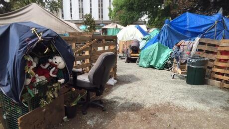Officer injured during Victoria tent city arrest