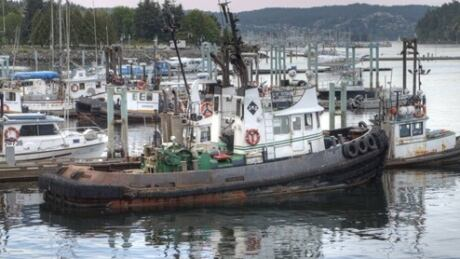 Double tug boat crash near Nanaimo leaves vessel underwater