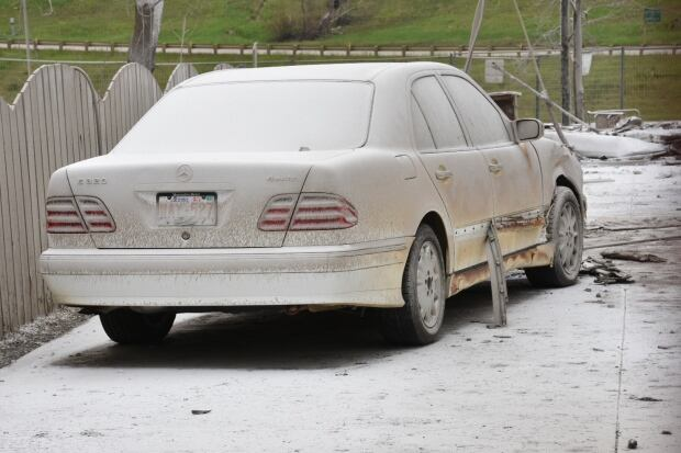 Benz covered in tackifier