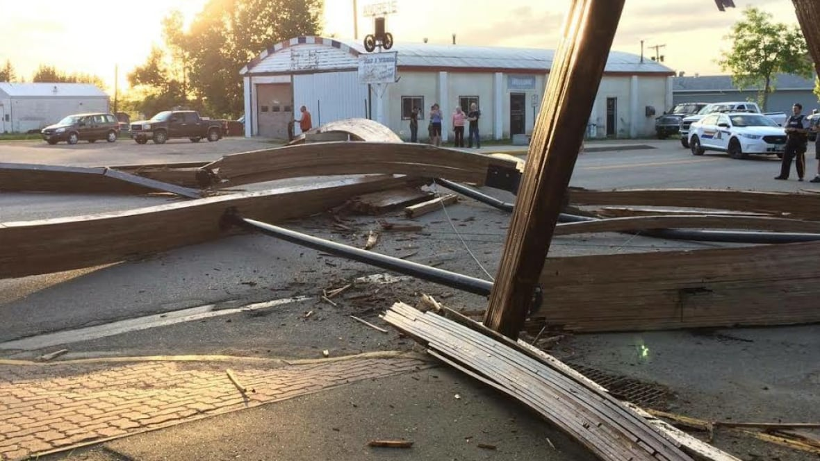 Landmark wooden arch crashes down on street in Russell, Man. - CBC.ca