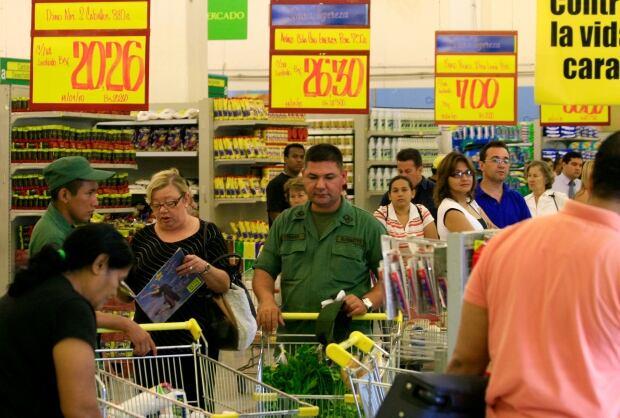 Venezuela 39 s deepening food crisis sees ransacked stores - Almacen exito barranquilla ...