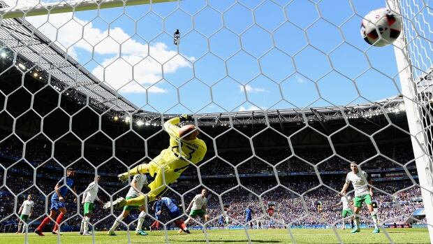 Griezmann helps France fight back to oust Ireland