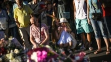 Mourners pay tribute in Nice