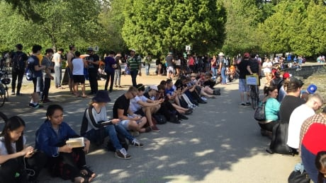 Hundreds gather in Stanley Park to play Pokémon Go despite cancelled meet-up