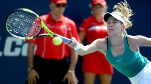 Eugenie Bouchard battles to 1st-round win at Rogers Cup