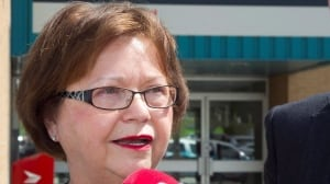 Public Service Minister Judy Foote offers emergency pay cheques amid Phoenix debacle