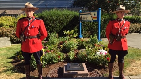 Memorial plaque unveiled for Vancouver Island RCMP officer killed in crash