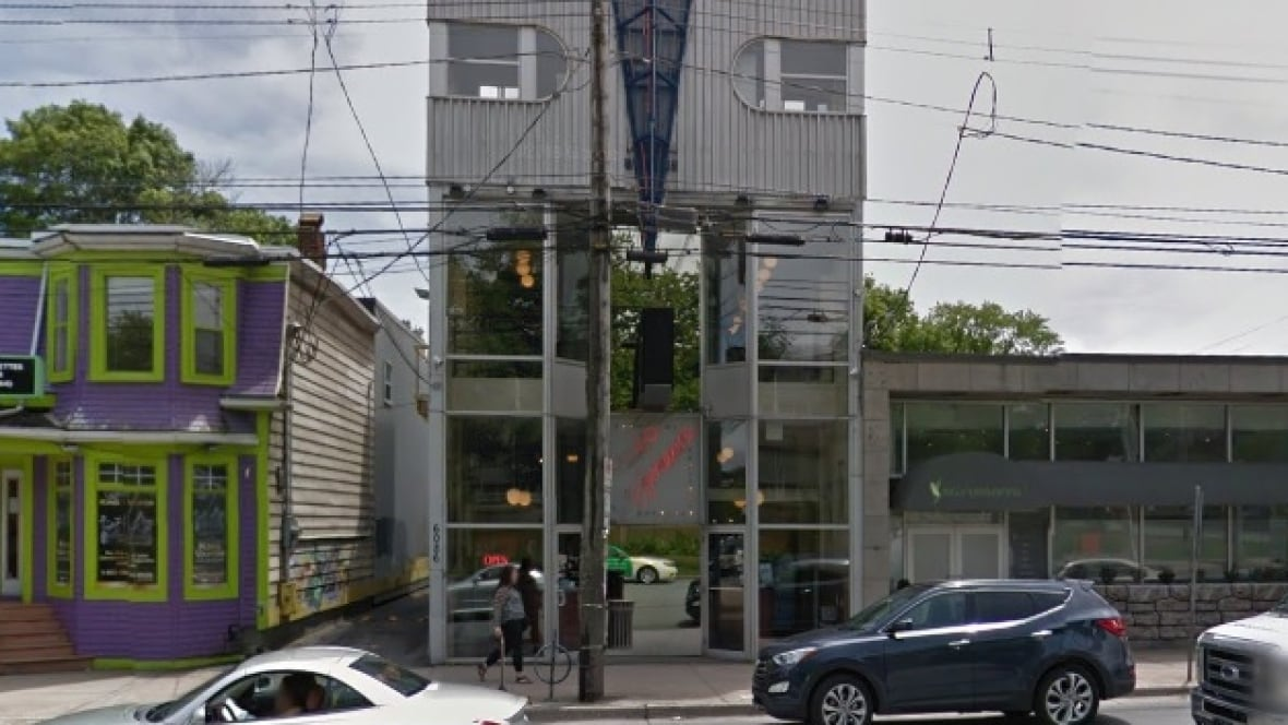 Video difference closing in halifax and bedford after 34 for Cucina moderna halifax closing