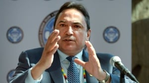 AFN national chief Perry Bellegarde walks tightrope on divisive pipeline projects