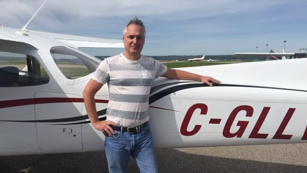 Calgary Flying Club CEO Duane Hicks is now training Chinese students as part of a 5-year deal for more commercial pilots.