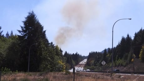 Wildfire at Mill Bay closes lane of Malahat Highway