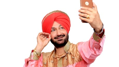 'Bhangra King' brings hit songs to Vancouver streets