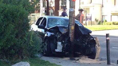 Car into pole Avenue Road