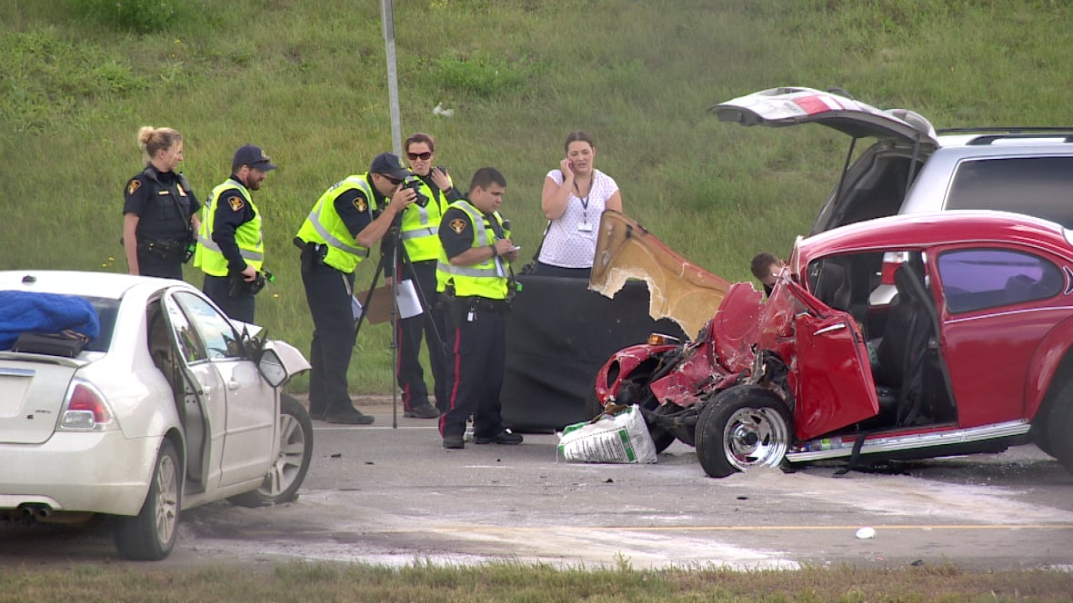 Man 70 Dead Following Multi Vehicle Crash On Circle