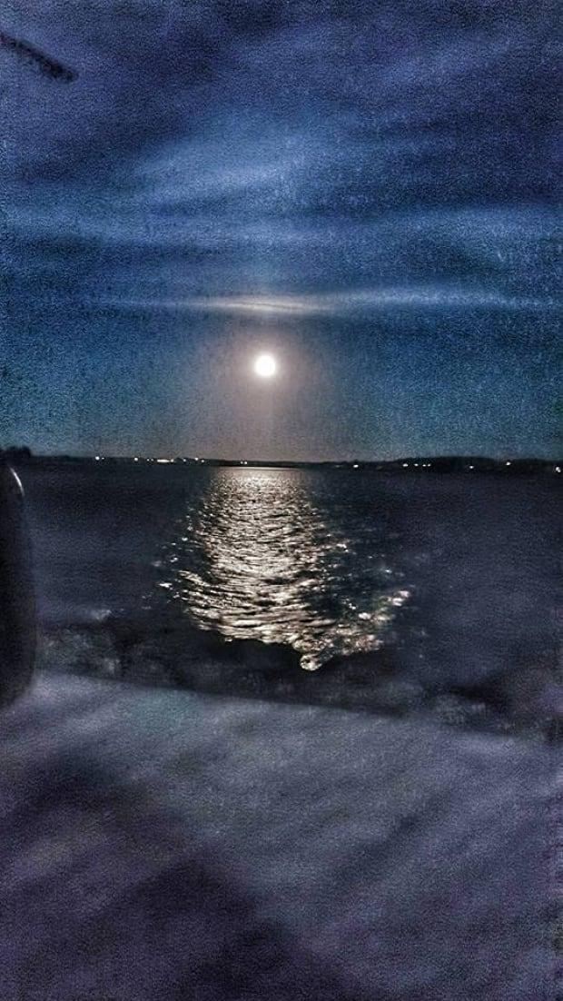 harvest moon lights up p e i sky prince edward island. Black Bedroom Furniture Sets. Home Design Ideas