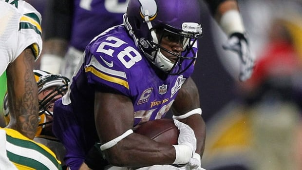 Vikings' Adrian Peterson to undergo knee surgery, could return in 2016