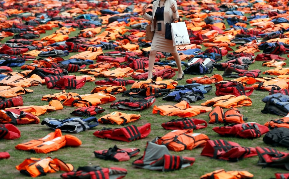 http://i.cbc.ca/1.3776301.1474653050!/fileImage/httpImage/image.jpg_gen/derivatives/original_940/wip-un-assembly-migrants-london-lifejackets-sept-19-2016.jpg