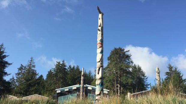 Royals take replica war canoe in Canada